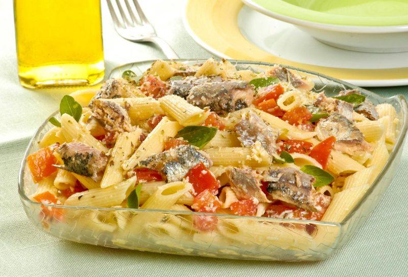 salada-de-macarrao-com-sardinha